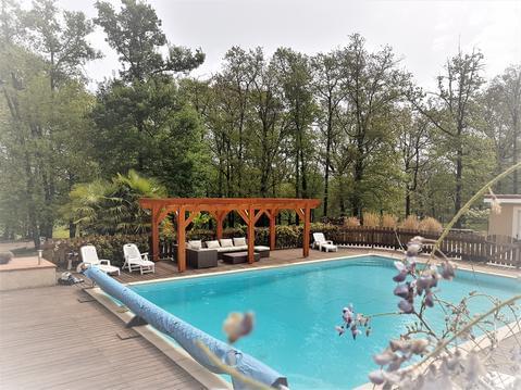 Appartement type F4, en rez de jardin avec piscine