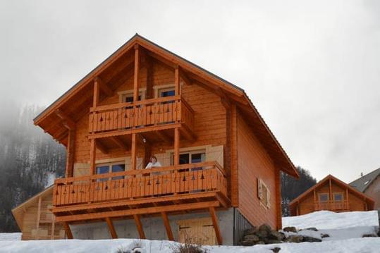 Chalet neuf en bois station de ski