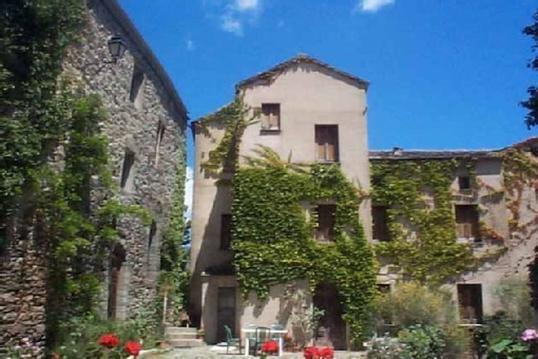 Séjour dans un hameau médiéval à vertige