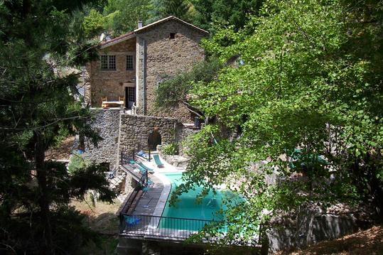 Maison  ardèchoise-piscine chauffée