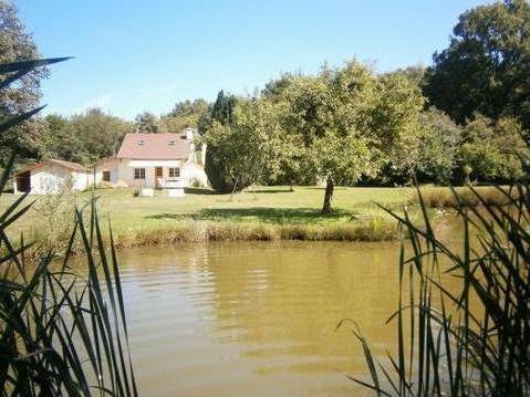 Gite de campagne avec étang