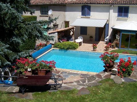 Maison dans petit village cévenol avec piscine