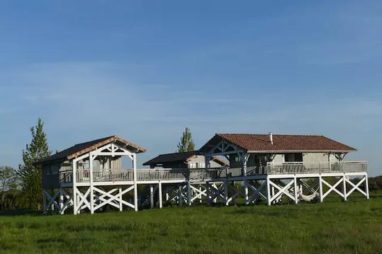 Une maison & son studio sur pilotis dans le Medoc