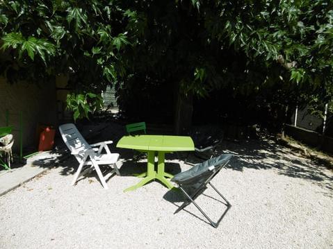 Joli T2 avec jardin ombragé