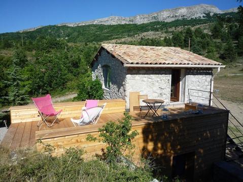 Petite maison en pierre en pleine montagne de Haut