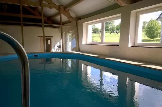 La Bellazière et sa piscine couverte et chauffée.