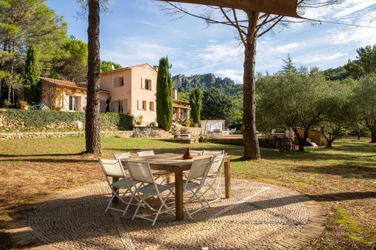 Maison d'hôtes avec piscine, domaine provençal