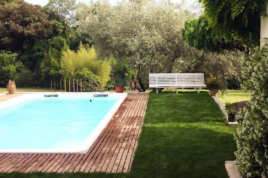 Maison calme avec piscine dans le piémont cévenol.