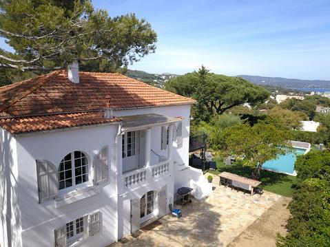 Villa Les Bruyères : vue mer et piscine chauffée