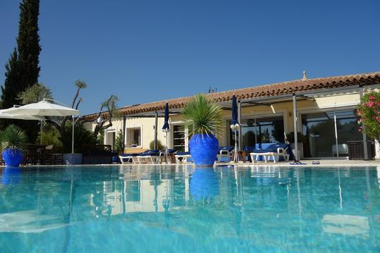 location villa avec piscine chauffée