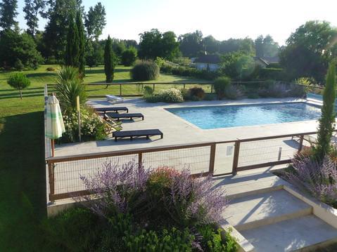gite 4*: 8-10 pl dans parc1ha2,étang,piscine,calme