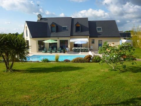 Superbe villa lumineuse ,piscine privée,jardin,acc
