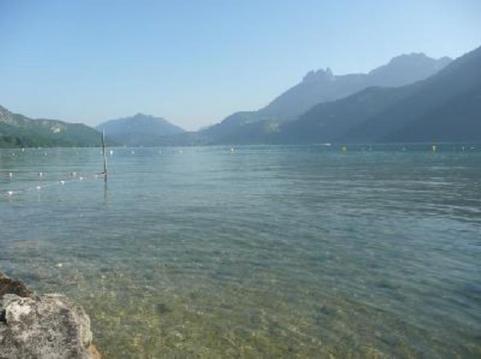 Studio neuf au bord du lac d'Annecy