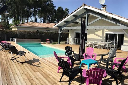Maison avec piscine entre lacs, océan et foret