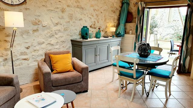 Joli gîte de pierre, piscine, rando près de Cahors