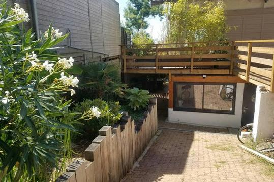Charmant appart pour 2, indépendant avec terrasse.