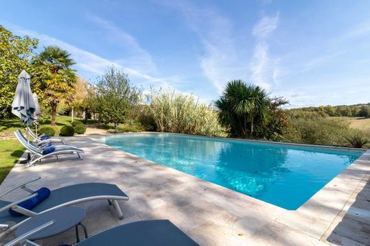 maison de charme avec piscine dans les Pyrénées