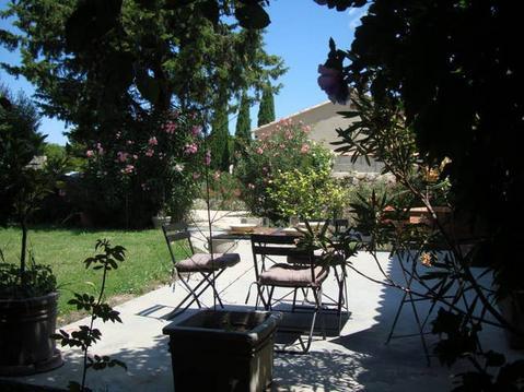 Entre Avignon et Nîmes, Apt 2 ch av. jardin privé