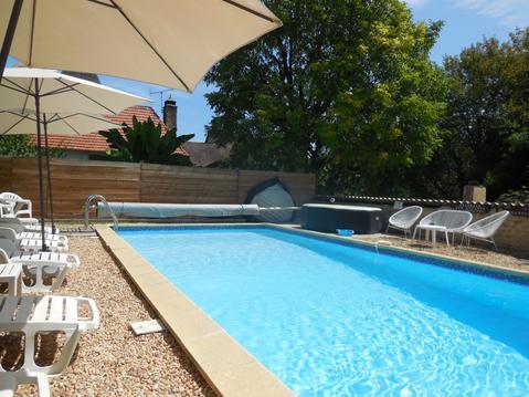 Gite 2 pers av piscine chauffée, SPA, parc & wifi