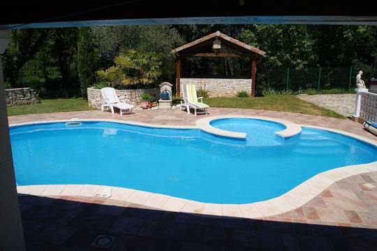 Maison avec piscine près de vallon pont d'arc