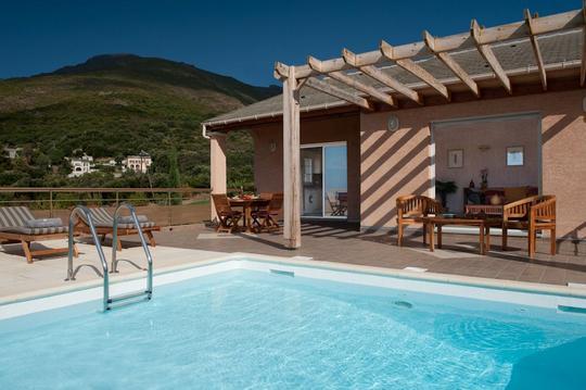 Villa Saleccia avec piscine et vue mer et montagne