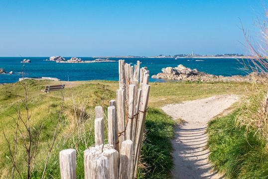La plage à pied,  depuis Les Volets Bleus Santec