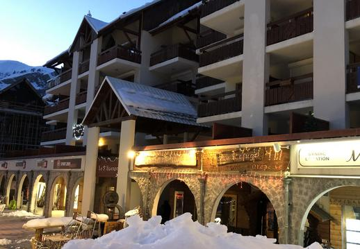 Central Auron, large terrace with mountain views