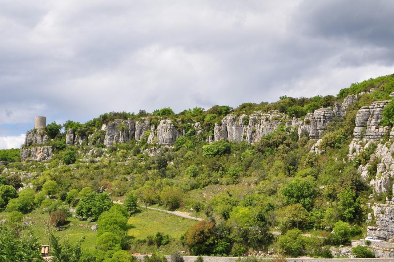 Boucle de Balazuc par la corniche de Coste Labaume | Spot de randonnée à  Balazuc, Auvergne-Rhône-Alpes
